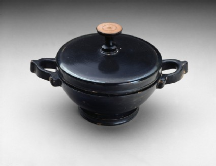 Attic black-glaze lekanis with lid
