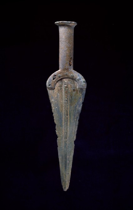 Solid-hilted dagger