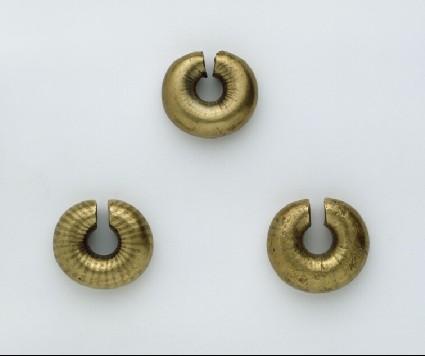 Gold penannular ring