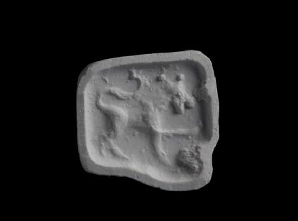 Stamp seal (Tall pyramid), lion, one foreleg raised