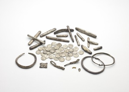 Penannular arm-ring