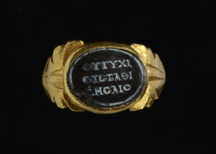 Gold ring with inscribed onyx cameo