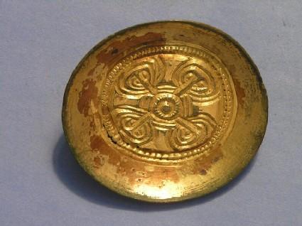 Saucer brooch