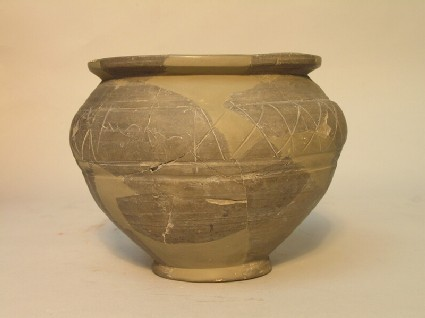 Jar with incised decoration and cursive inscription
