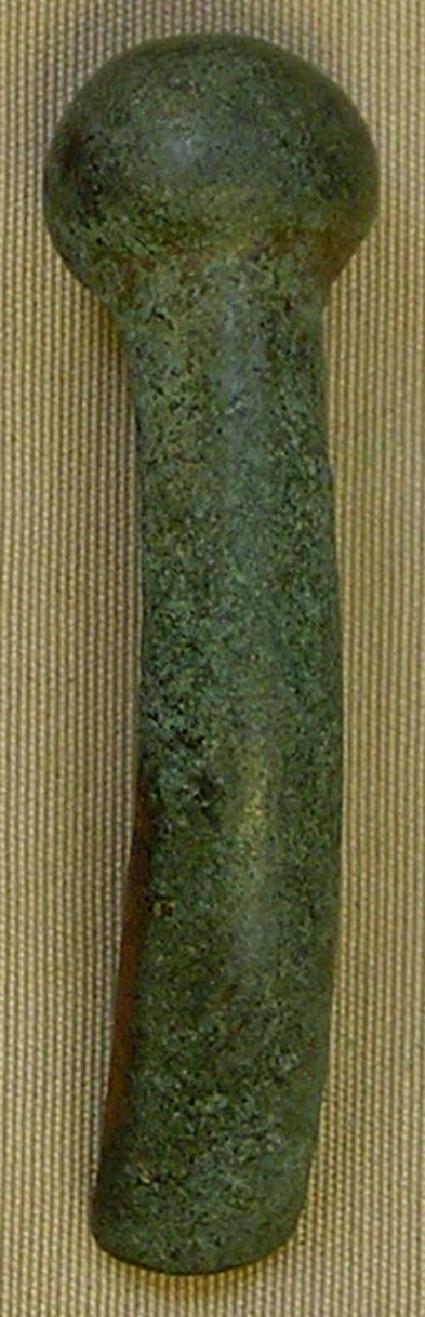 Heavy piece of bracelet with knob finial