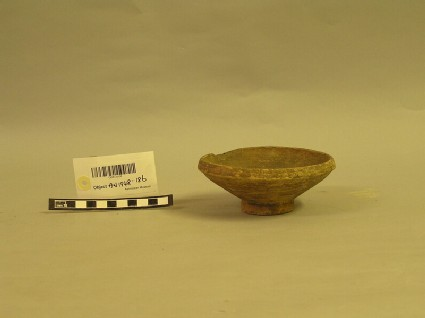 Buff ware bowl with a pedestal base