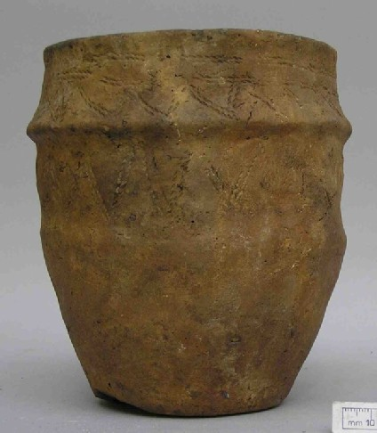 Collared urn