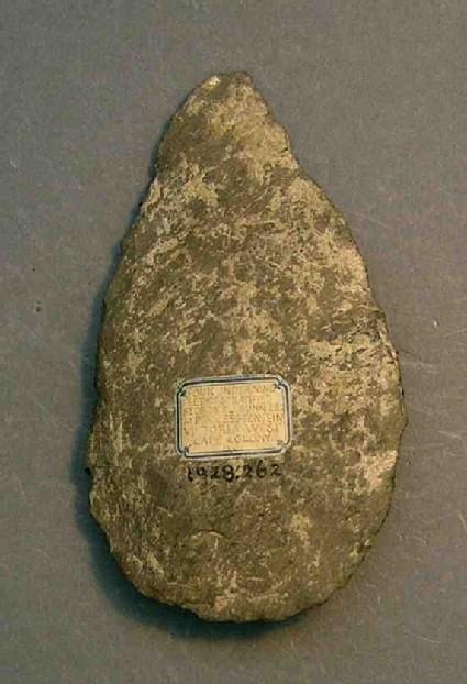 Pointed schist handaxe