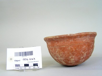 Moulded bowl decorated with acanthus leaves