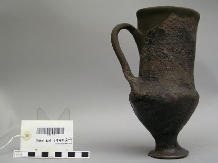 Black polished ware cup