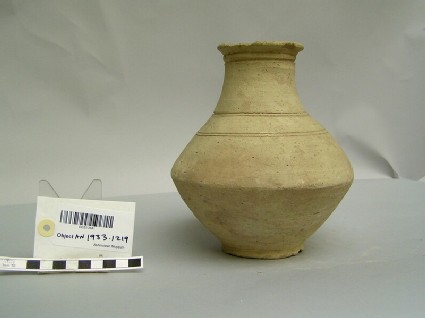Vessel with incised rings around the body