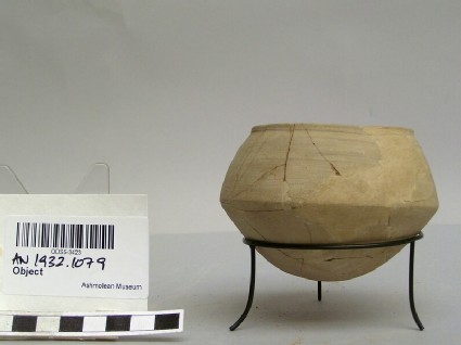 Pot with rounded bottom