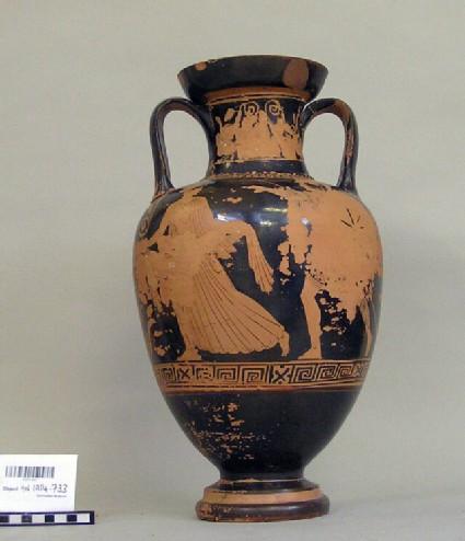 Attic red-figure pottery amphora depicting a pursuit