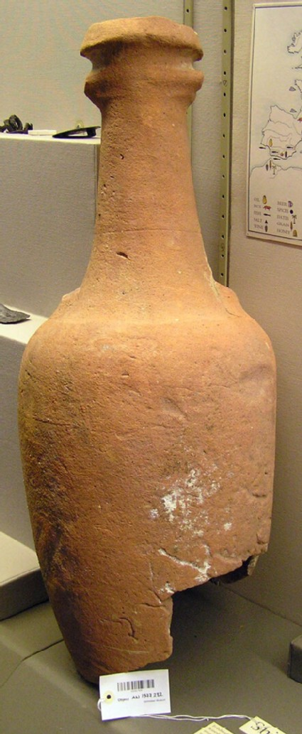 Amphora for transporting wine, the inside coated with pitch