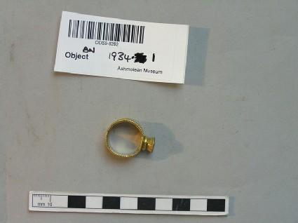 Gold finger-ring