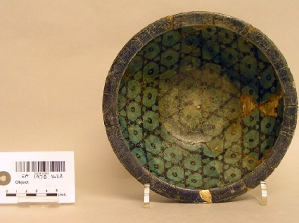 Bowl with checquered decoration