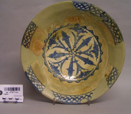 Dish the five-petalled medallion