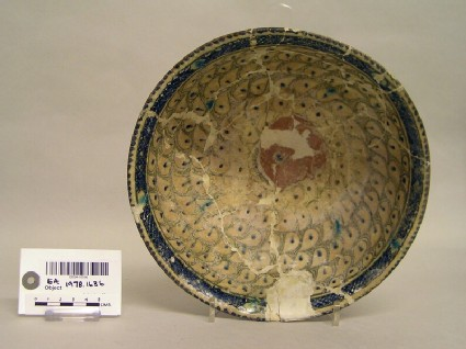 Bowl with drop-shaped decoration