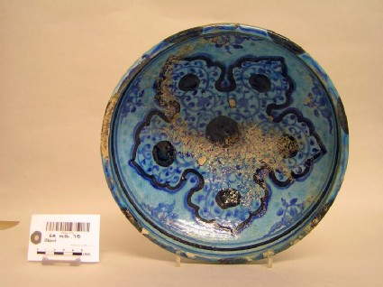 Bowl with arabesques a lobed motif