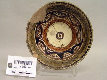 Bowl with star-shaped decoration