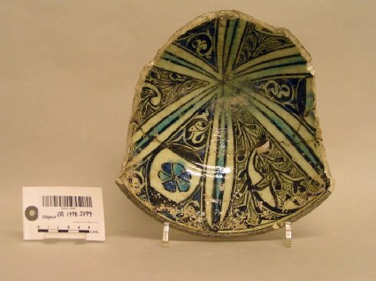 Fragmentary bowl with vegetal decoration in panels