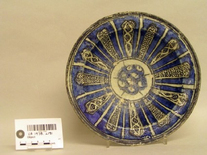 Bowl with radiating decoration in panels