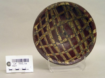 Bowl with lattice decoration
