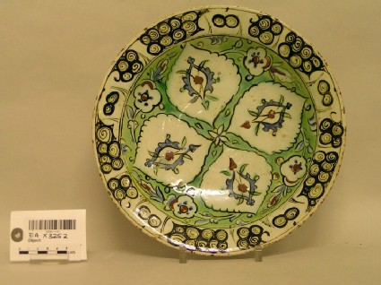 Dish with four medallions and flowers