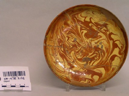 Saucer with marbling