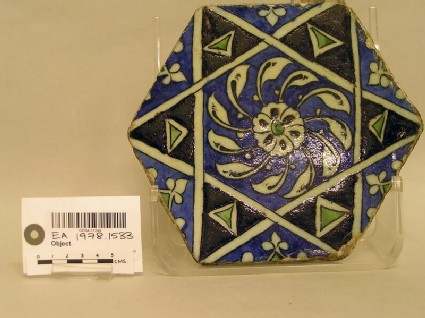 Tile with geometric strapwork and leaves