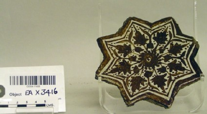 Star-shaped tile with leaves