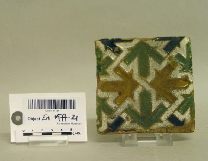 Square tile with geometric decoration