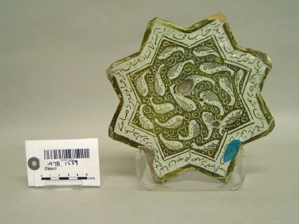 Star-shaped tile with fish