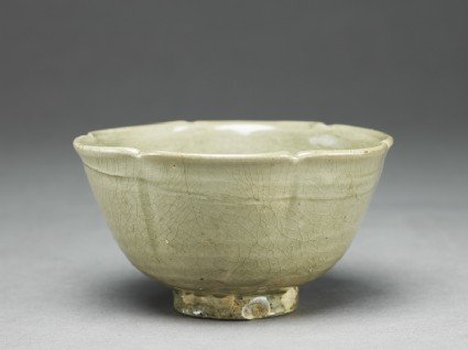 Greenware bowl with lobed rim and sides