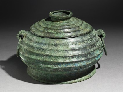 Ritual food vessel, or gui, with taotie masks