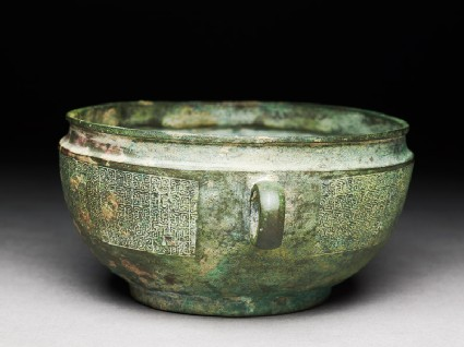 Ritual bowl with diagonal braid in a C-shape