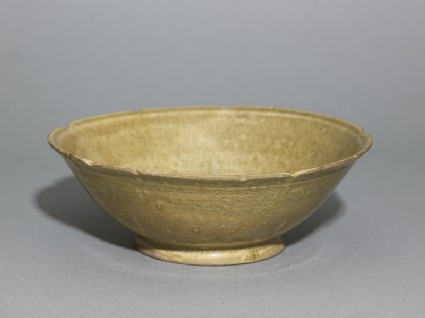 Greenware bowl with foliated rim