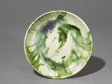 Saucer with splashed decoration in green