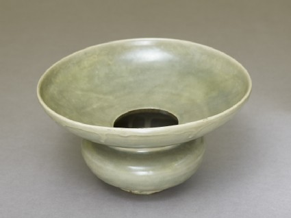 Greenware spittoon