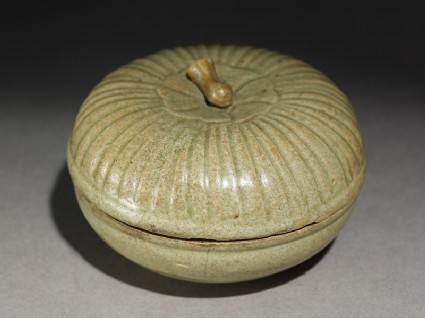Greenware circular box and lid with lotus cover