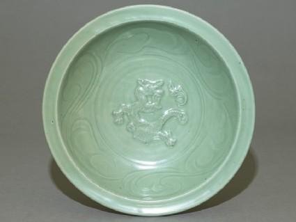 Dish with dragon decoration