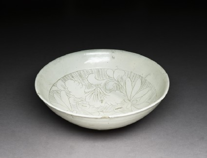 Cizhou type bowl with floral decoration
