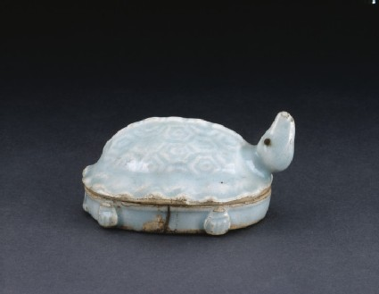 Box in the shape of a turtle