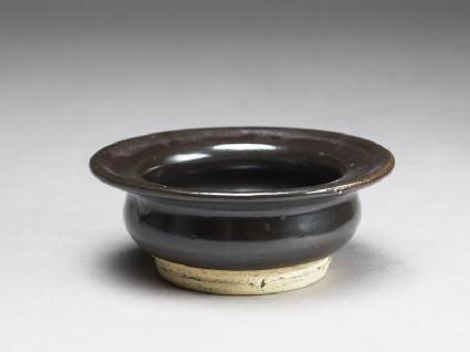 Black ware bowl with iron glaze