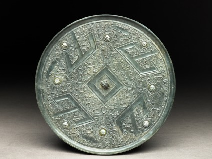 Mirror with nine directional points and T-shaped designs