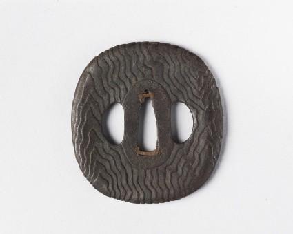 Round tsuba with wood grain