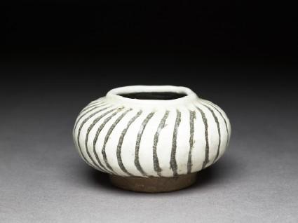 Cizhou type jarlet with striped decoration