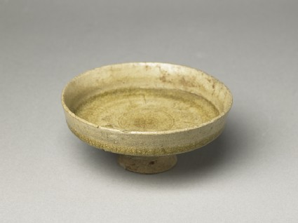 Greenware stem dish with acanthus leaf