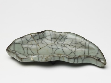 Greenware leaf-shaped dish in the style of Guan ware