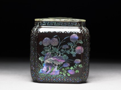 Lacquered box with chrysanthemums